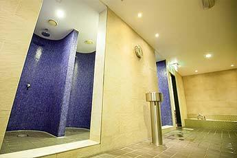 Duschen der Elixia Sauna in Hamburg